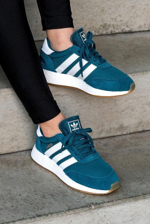 Adidas I-5923 puestas en pie