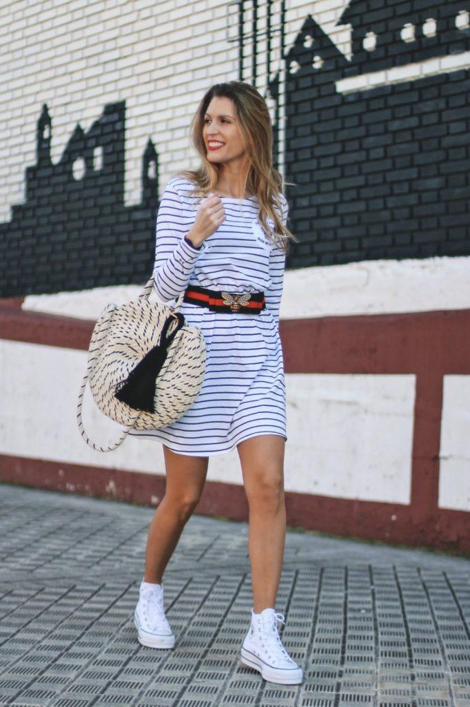 outfit con converse blancas