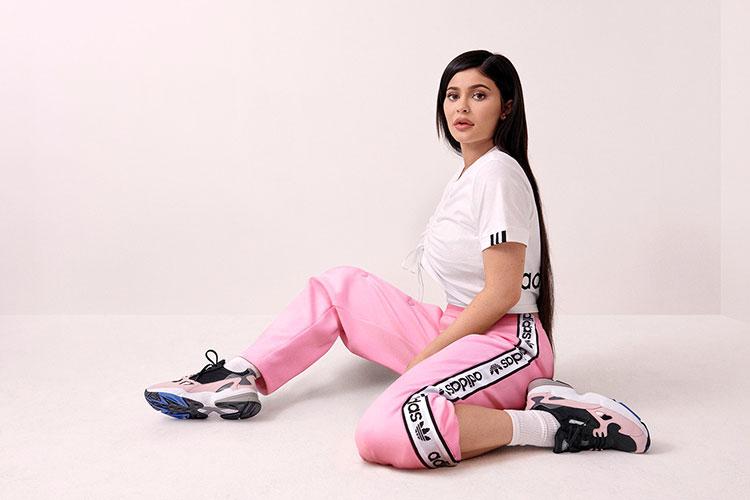 Kylie Jenner Embajadora de Adidas con las Adidas Falcon